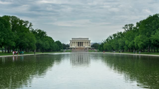lincoln memorial und reflecting pool in washington, dc - lincolndenkmal stock-videos und b-roll-filmmaterial