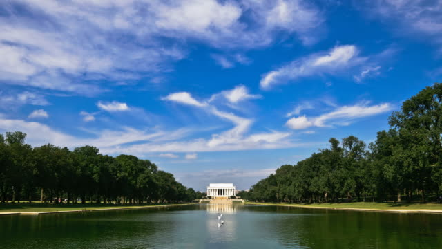 lincoln memorial and reflecting pool time-lapse - reflecting pool washington dc stock videos & royalty-free footage
