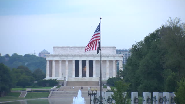 hd lincoln memorial flag zoomin_1 (1080/24p) - former stock videos & royalty-free footage