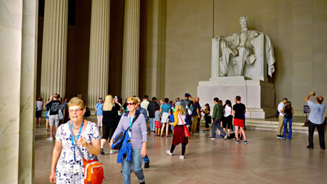 lincoln memorial in washington dc with tourists walking by - sculpture stock videos & royalty-free footage