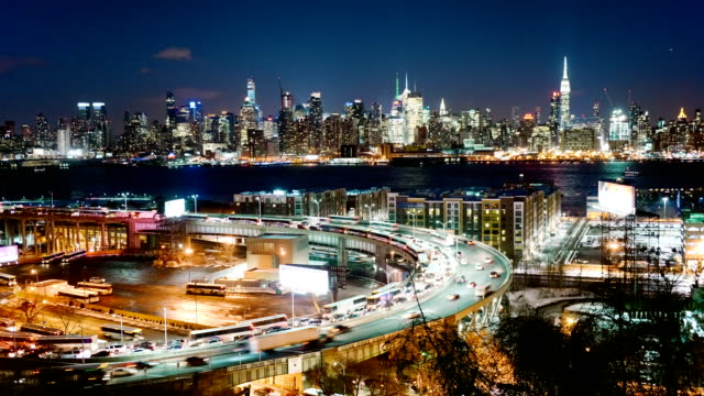 stockvideo's en b-roll-footage met lincoln tunnel and new york city skyline at dusk - new jersey