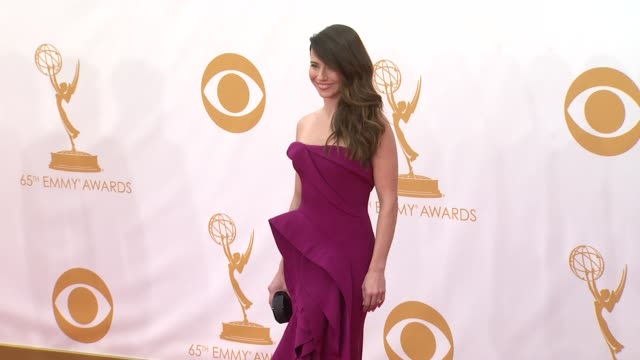 linda cardellini at the 65th annual primetime emmy awards - arrivals in los angeles, ca, on 9/22/13. - annual primetime emmy awards stock-videos und b-roll-filmmaterial
