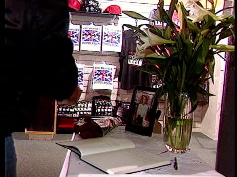 linda mccartney linda mccartney itn gvs people at beatles museum signing book of condolence for linda mccartney vox pops fan - book signing stock videos & royalty-free footage