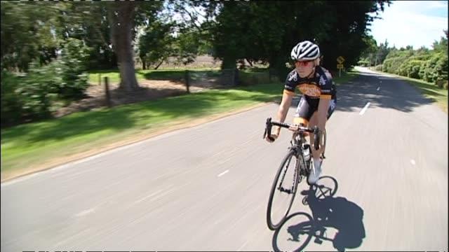 vídeos de stock, filmes e b-roll de linda villumsen cycling on roads near christchurch - bicicleta de corrida