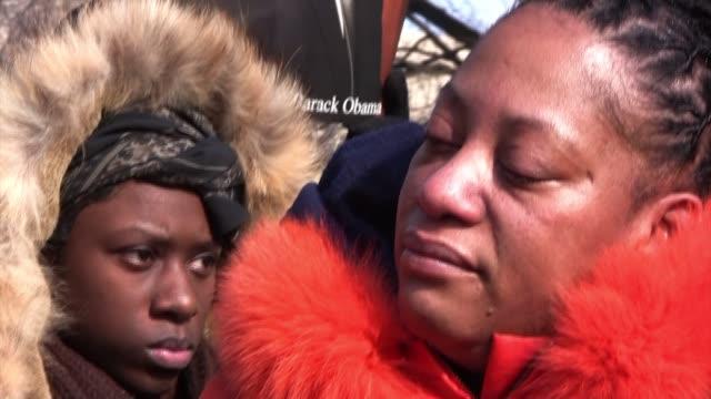 vídeos de stock, filmes e b-roll de linda walker of bayshore new york reacts while listening on pennsylvania avenue as barack obama the first black president of the united states of... - pennsylvania avenue