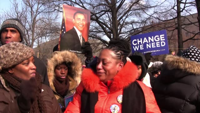 linda walker of bayshore new york reacts while listening on pennsylvania avenue as barack obama the first black president of the united states of... - アメリカ黒人の歴史点の映像素材/bロール