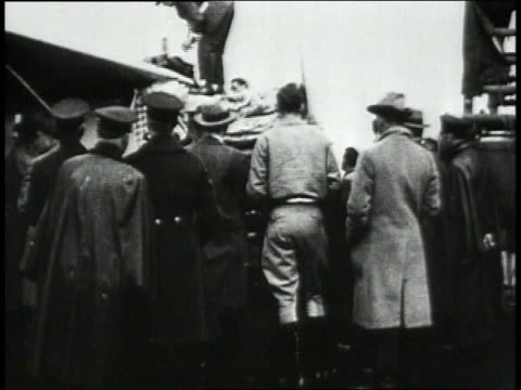 lindbergh walking with crowd / spirit of stlouis being fueled / lindbergh getting his flight suit on - 1927 bildbanksvideor och videomaterial från bakom kulisserna