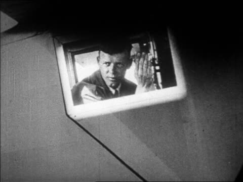 lindbergh waving thru window of airplane / paris / newsreel - anno 1927 video stock e b–roll