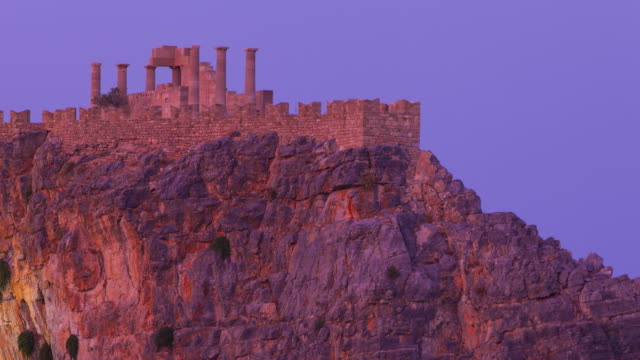 stockvideo's en b-roll-footage met lindos village, east coast, rodhes island, the dodecanese archipelago, greece, europe - rodos dodecanese eilanden