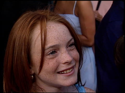 lindsay lohan at the premiere of 'the parent trap' at the mann festival theater in westwood california on july 20 1998 - 1998 stock videos & royalty-free footage