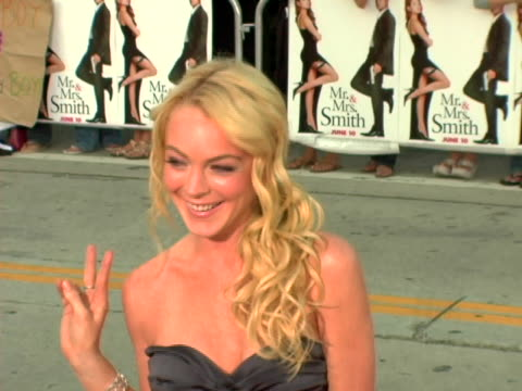 lindsay lohan at the world premiere of mr. & mrs. smith at mann village theatre in westwood, ca. - westwood stock-videos und b-roll-filmmaterial