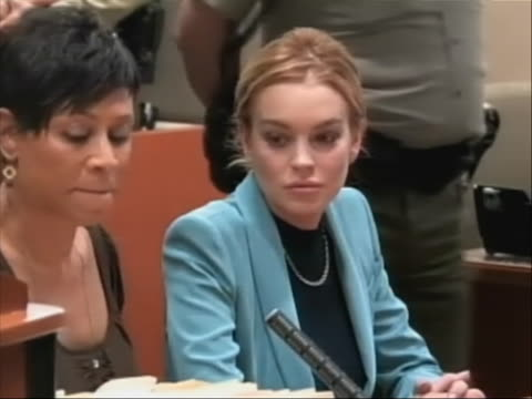 stockvideo's en b-roll-footage met lindsay lohan sits with her attorney in court where her probation is lifted. - probatie