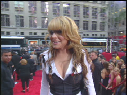 stockvideo's en b-roll-footage met lindsay lohan walking the 2003 mtv mtv video music awards red carpet. - 2003