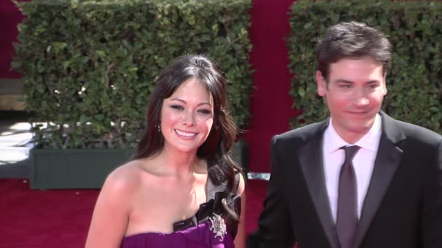lindsay price and josh radnor at the 61st annual primetime emmy awards arrivals part 2 at los angeles ca - annual primetime emmy awards stock-videos und b-roll-filmmaterial