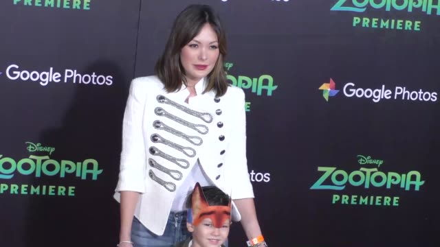 vidéos et rushes de lindsay price at the zootopia premiere at el capitan theatre in hollywood at celebrity sightings in los angeles on february 17 2016 in los angeles... - cinéma el capitan