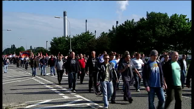 protest over sacked workers england lincolshire lindsey oil refinery ext protestors marching with flags and banners in support of 650 workers sacked... - marching stock videos and b-roll footage