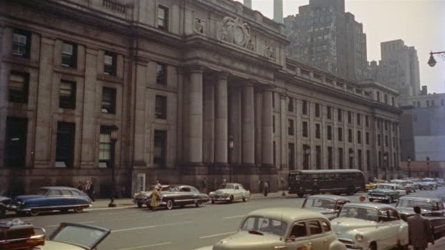 lindy's restaurant exterior - 1956 stock-videos und b-roll-filmmaterial