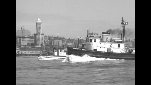 vídeos de stock, filmes e b-roll de line of 6 tugs including wedell foss slowly through water along waterfront / vs tugs race along waterfront into open water / tug us army st 410 races... - pacífico norte