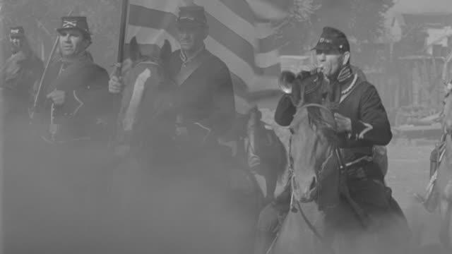 vídeos y material grabado en eventos de stock de ms ts line of calvery as they starting to charge - campo de batalla