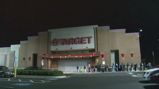 LA Line of customers waiting outside a Target store before it opens in the morning / United States
