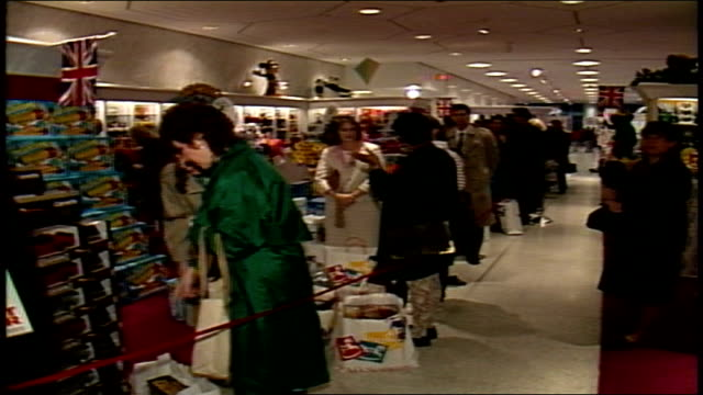 vídeos de stock, filmes e b-roll de line of shoppers waiting in fao toy store - 1980 1989