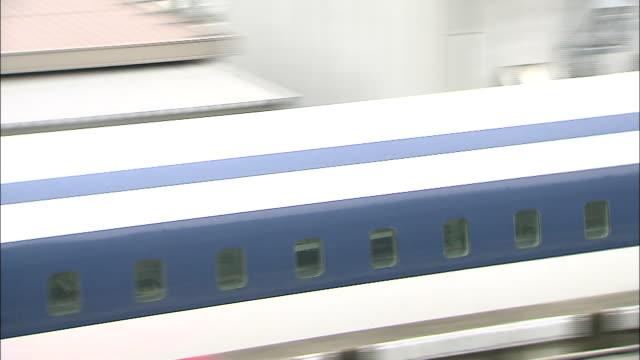 vidéos et rushes de a linear motor car travels at low speeds on the maglev train test line in japan - préfecture de yamanashi