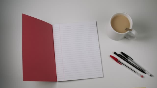 vídeos y material grabado en eventos de stock de lined red exercise book with copy space - libro abierto