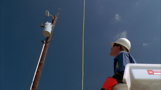 slo mo ws la lineman in bucket truck looking up at power lines / johnson city, texas, usa - see other clips from this shoot 1842 stock videos & royalty-free footage