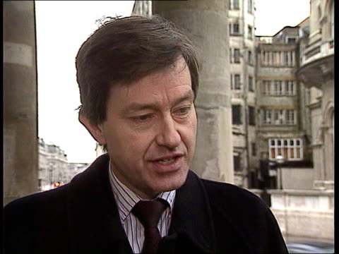 London Stephen Dorrell MP intvw SOT Complex questions/ basic conclusion is that advice of cttee is that if govt does what they recommend then risks...