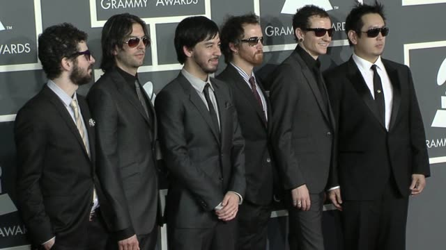 vídeos de stock, filmes e b-roll de linkin park at the 52nd annual grammy awards arrivals at los angeles ca - linkin park