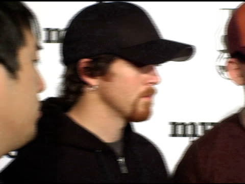 vídeos de stock, filmes e b-roll de linkin park at the 'music for relief rebuilding south asia' benefit show at arrowhead pond in aneheim california on february 18 2005 - linkin park