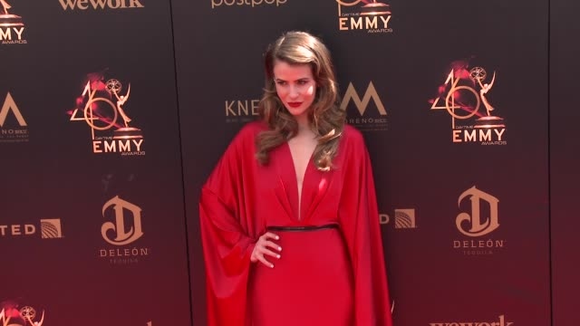 linsey godfrey at the 2019 daytime emmy awards at pasadena civic center on may 05 2019 in pasadena california - daytime emmy preisverleihung stock-videos und b-roll-filmmaterial
