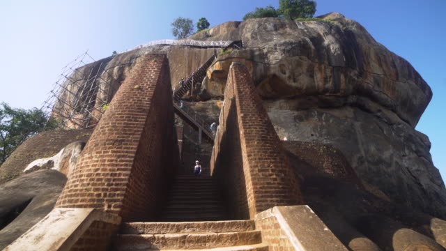 lion rock at sigiriya, sir lanka. dolly steadicam approaching shot - sri lanka stock-videos und b-roll-filmmaterial