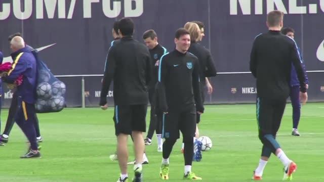 Lionel Messi y el Barcelona acordaron la renovacion del astro argentino hasta 2021 tras meses de especulaciones