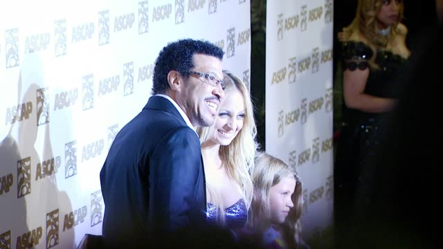 vidéos et rushes de lionel richie and nicole richie at the ascap's 25th annual pop music awards at the kodak theatre in hollywood california on april 9 2008 - ascap
