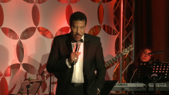 """lionel richie at ryan gordy foundation """"60 years of motown"""" celebration at waldorf astoria beverly hills on november 11, 2019 in beverly hills,... - ライオネル・リッチー点の映像素材/bロール"""