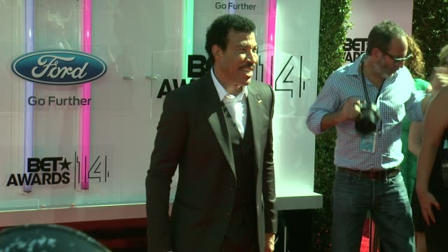 lionel richie at the 2014 bet awards on june 29, 2014 in los angeles, california. - ライオネル・リッチー点の映像素材/bロール