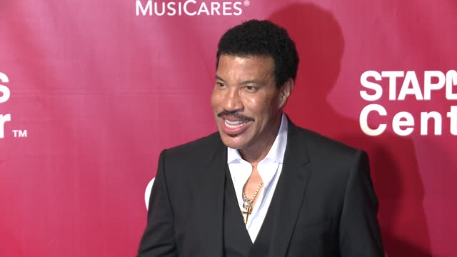 lionel richie at the 2016 musicares person of the year honoring lionel richie at los angeles convention center on february 13, 2016 in los angeles,... - ライオネル・リッチー点の映像素材/bロール