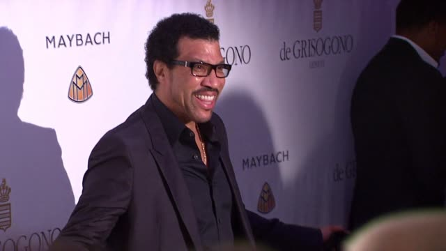 lionel richie at the de grisogono party: cannes film festival 2010 at antibes . - ライオネル・リッチー点の映像素材/bロール