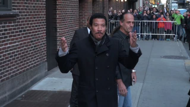 lionel richie at the 'late show with david letterman' studio lionel richie at the 'late show with david letterm on march 27, 2012 in new york, new... - ライオネル・リッチー点の映像素材/bロール