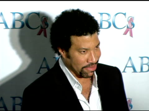 lionel richie at the spirit of hollywood awards at the beverly hilton in beverly hills california on november 19 2005 - lionel richie stock videos & royalty-free footage