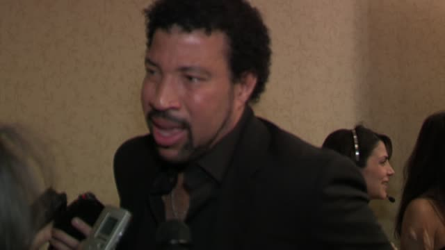 lionel richie discusses the importance of the event at the the candie's foundation presents the third annual event to prevent gala at gotham hall in... - ライオネル・リッチー点の映像素材/bロール