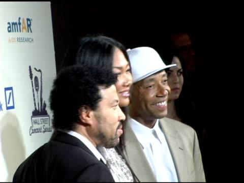 lionel richie, kimora lee simmons and russell simmons at the 2006 cipriani/deutsche bank concert series benefiting amfar at cipriani in new york, new... - マンハッタン チプリアーニ点の映像素材/bロール