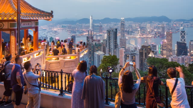 vídeos de stock, filmes e b-roll de lion's pavilion lookout point at victoria peak, hong kong island, hong kong, china - time lapse - hong kong