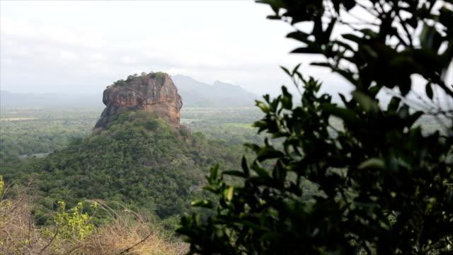 vídeos y material grabado en eventos de stock de lion's rock, sigiriya - volcán extinguido