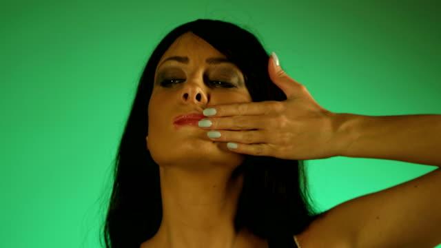 vídeos de stock, filmes e b-roll de batom smudge - batom