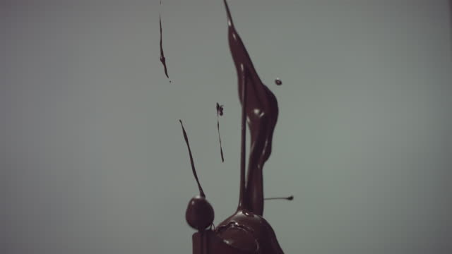 CU SLO MO Liquid chocolate bursting