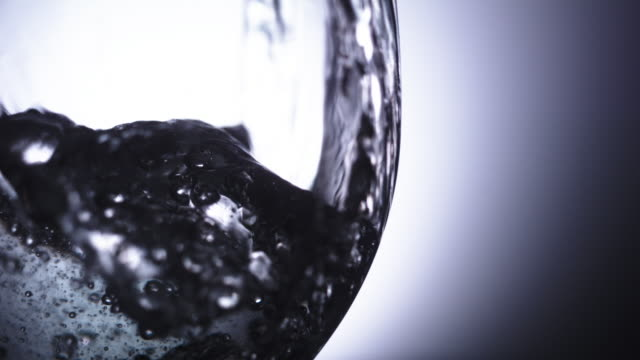 CU SLO MO Liquids and glass / United Kingdom