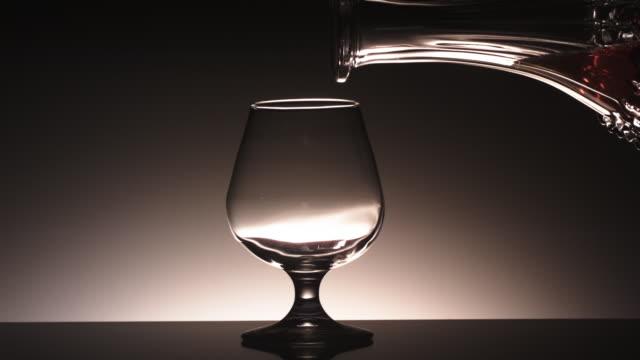cu slo mo liquids and glass / united kingdom - 容器点の映像素材/bロール