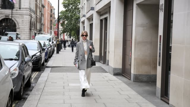GIF Lisa Aiken on her way to the Victoria Beckham show on September 18 2018 in London England